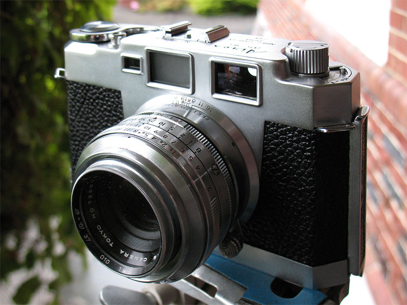 Aires 35-IIIL 35mm rangefinder camera