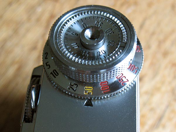 Zeiss Ikon Contax IIa color-dial detail